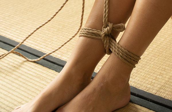 Tutoriel Shibari vidéos : double column tie cheville